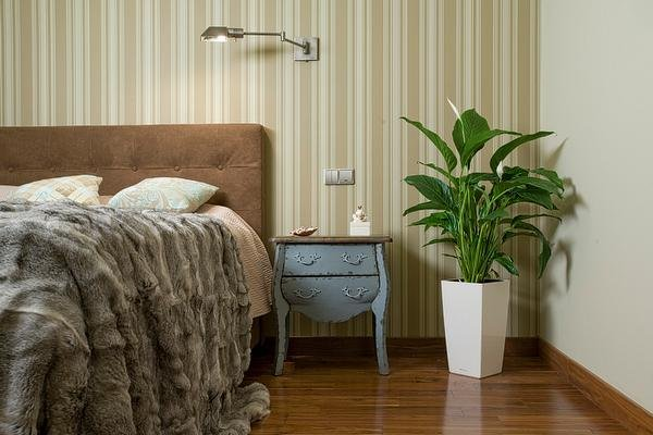 Фотография: Спальня в стиле Прованс и Кантри, Декор интерьера, Мебель и свет, Советы, Белый, как оформить пустой угол, пустой угол в квартире – фото на INMYROOM