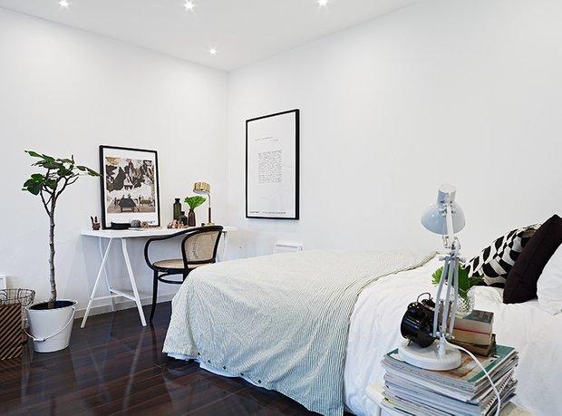 Фотография: Спальня в стиле Скандинавский, Современный, Декор интерьера, Малогабаритная квартира, Квартира, Швеция, Дома и квартиры – фото на INMYROOM