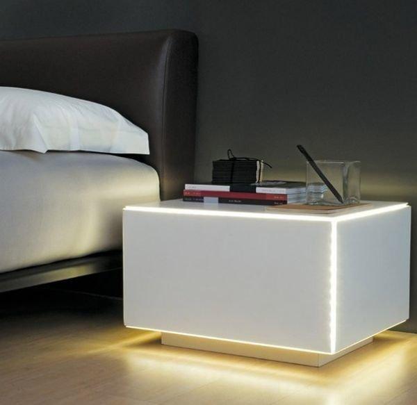Фотография: Спальня в стиле Современный, Хай-тек, Декор интерьера, Мебель и свет, Стол – фото на INMYROOM