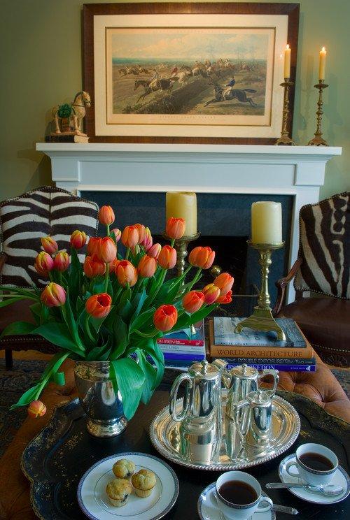 Фотография: Гостиная в стиле Классический, Современный, Декор интерьера, Праздник, Цветы, Стол – фото на INMYROOM
