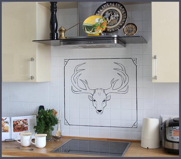 Фотография:  в стиле , Кухня и столовая, DIY, Декор, Ремонт на практике, обновить кухонный фартук, как красить керамическую плитку, рисунок на плитке своими руками, мастер-класс декоратора – фото на INMYROOM