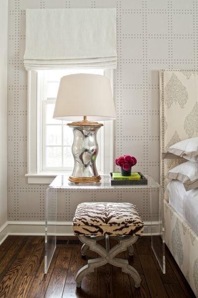 Фотография: Спальня в стиле Эклектика, Декор интерьера, Мебель и свет, Стол – фото на INMYROOM
