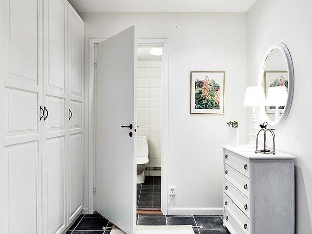 Фотография: Декор в стиле Классический, Скандинавский, Современный, Малогабаритная квартира, Квартира, Швеция, Цвет в интерьере, Дома и квартиры, Белый, Гетеборг – фото на INMYROOM