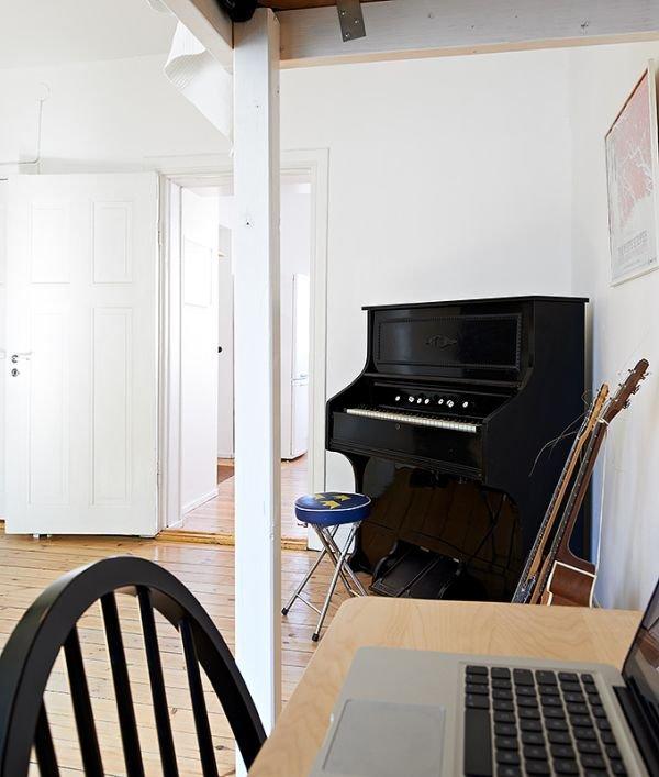 Фотография:  в стиле Скандинавский, Малогабаритная квартира, Квартира, Цвет в интерьере, Дома и квартиры, Белый, Стена, Пол – фото на INMYROOM