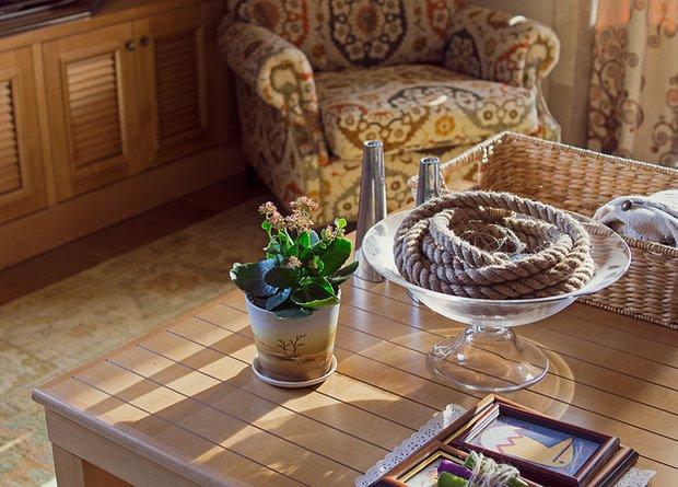 Фотография: Гостиная в стиле Прованс и Кантри, Декор интерьера, Квартира, Дома и квартиры, Илья Хомяков, Стена – фото на INMYROOM