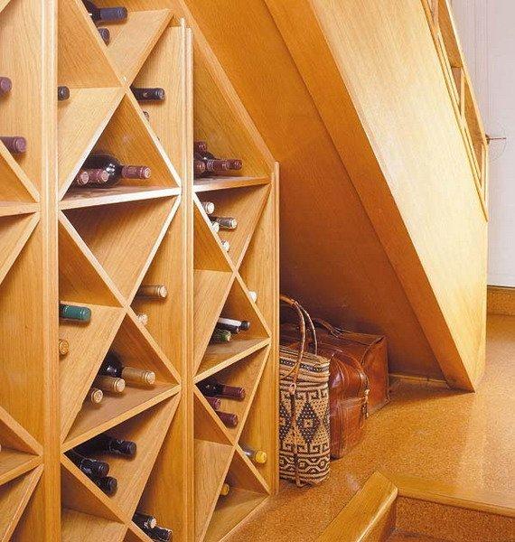 Фотография:  в стиле Современный, Гардеробная, Декор интерьера, Хранение, Декор дома, Лестница, Гардероб – фото на INMYROOM