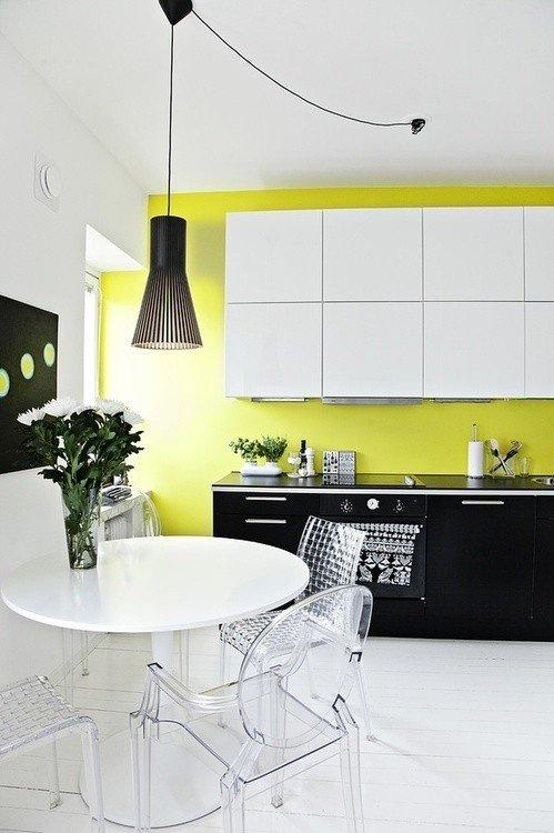 Фотография: Кухня и столовая в стиле Скандинавский, Современный, Декор интерьера, Дизайн интерьера, Цвет в интерьере, Желтый, Розовый, Оранжевый, Неон – фото на INMYROOM