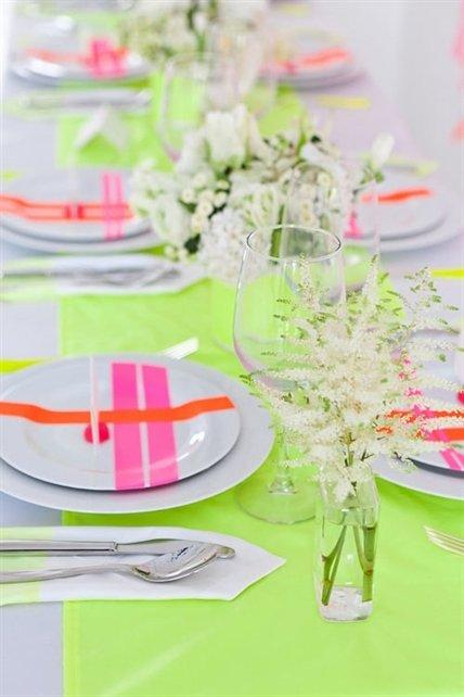 Фотография: Декор в стиле Современный, Декор интерьера, Дизайн интерьера, Цвет в интерьере, Желтый, Розовый, Оранжевый, Неон – фото на INMYROOM
