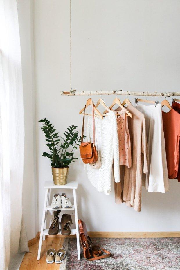 Фотография:  в стиле , Советы, Гардероб, уборка, хранение в маленькой гардеробной – фото на INMYROOM