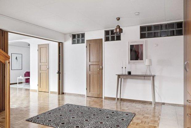 Фотография: Прихожая в стиле Современный, Кухня и столовая, Гостиная, Декор интерьера, Дом, Швеция, Стокгольм, как создать уютную атмосферу, 4 и больше, Более 90 метров, гостеприимный интерьер – фото на INMYROOM