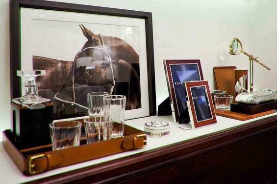 Фотография: Аксессуары в стиле Классический, Индустрия, События, Светильники – фото на INMYROOM