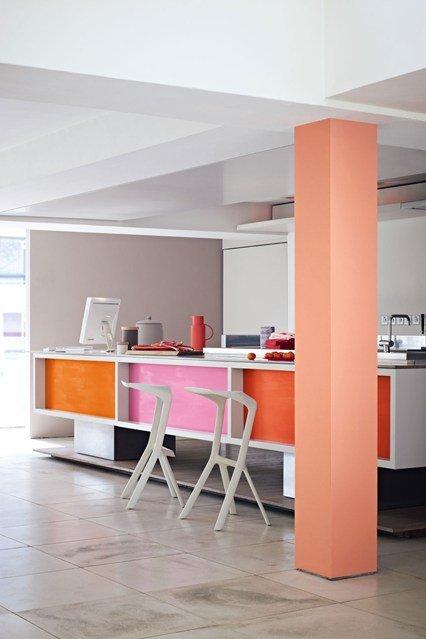 Фотография: Кухня и столовая в стиле Современный, Декор интерьера, Дизайн интерьера, Цвет в интерьере, Желтый, Розовый, Оранжевый, Неон – фото на INMYROOM