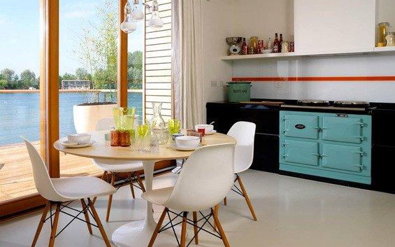 Фотография: Кухня и столовая в стиле Скандинавский, Индустрия, Люди – фото на INMYROOM