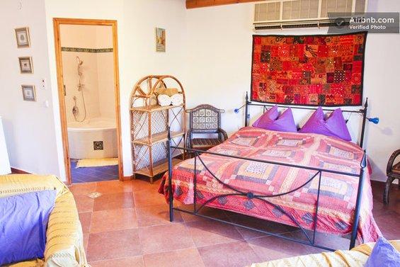 Фотография: Гостиная в стиле Лофт, Современный, Стиль жизни, Советы, Париж, Airbnb – фото на INMYROOM