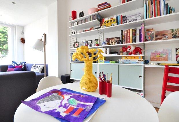 Фотография: Кухня и столовая в стиле Скандинавский, Современный, Дом, Цвет в интерьере, Дома и квартиры, Белый – фото на INMYROOM