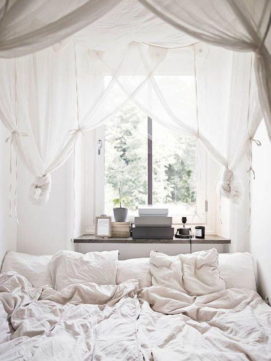 Фотография: Спальня в стиле Скандинавский, Декор интерьера, Квартира, Декор, Советы, Подоконник, Окно – фото на INMYROOM