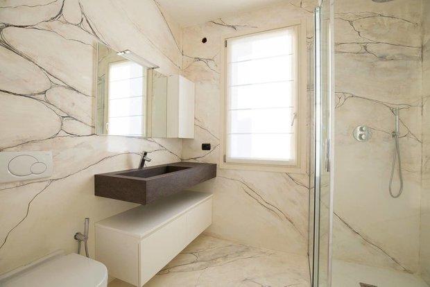 Фотография: Ванная в стиле Минимализм, Декоративная штукатурка, Гид, Loggia, декоративная отделка стен – фото на INMYROOM
