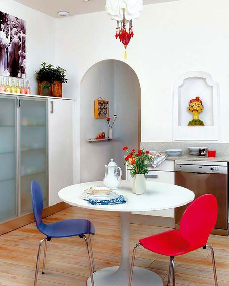 Фотография: Кухня и столовая в стиле Скандинавский, Эклектика, Декор интерьера, Квартира, Цвет в интерьере, Дома и квартиры, Стены – фото на INMYROOM
