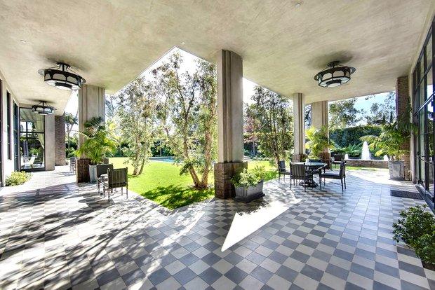 Фотография: Балкон, Терраса в стиле Современный, Дом, Дома и квартиры, Бассейн – фото на INMYROOM