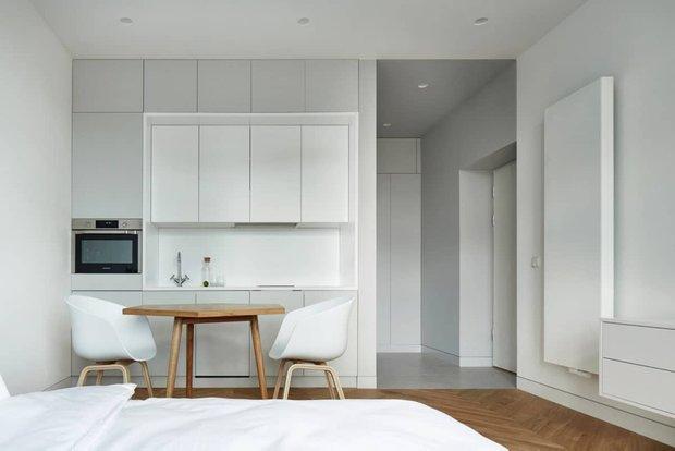 Фотография: Спальня в стиле Минимализм, Кухня и столовая, Гид – фото на INMYROOM