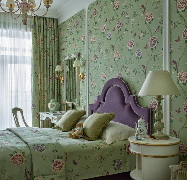 Фотография: Спальня в стиле Прованс и Кантри, Ремонт на практике, как поклеить обои, обои в интерьере – фото на INMYROOM