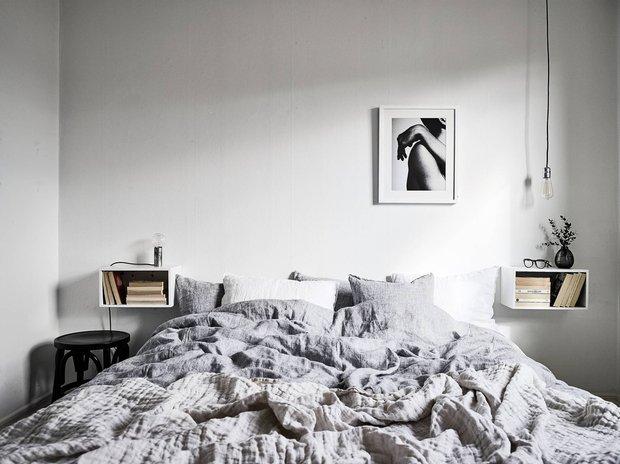 Фотография: Спальня в стиле Минимализм, Декор интерьера, Советы, дизайн-хаки для маленькой спальни, идеи для малогабаритки, Маленькая спальня – фото на INMYROOM