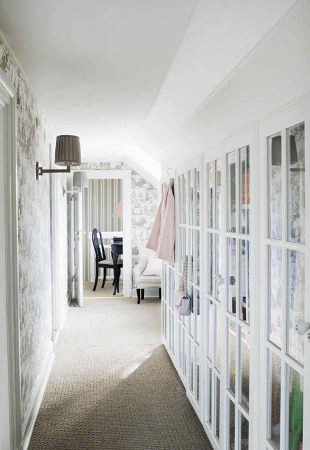 Фотография: Прихожая в стиле Прованс и Кантри, Классический, Скандинавский, Декор интерьера, Квартира, Черный, Бежевый, Серый, Розовый, бледно-розовый цвет в интерьере, модная палитра в интерьере – фото на INMYROOM