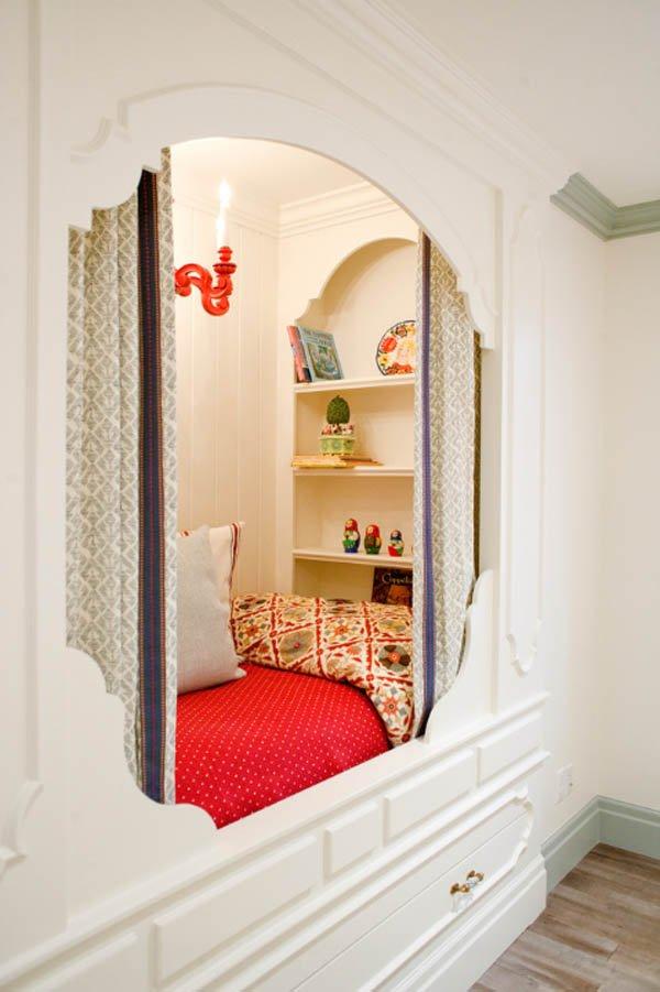 Фотография: Спальня в стиле Восточный, Хранение, Стиль жизни, Советы, Мансарда, Подоконник – фото на INMYROOM