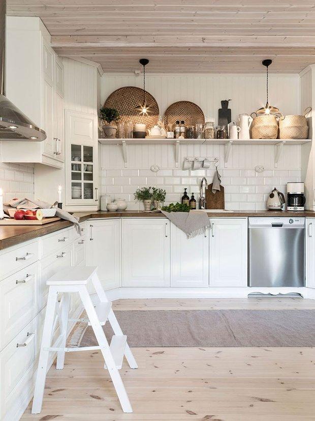 Фотография: Кухня и столовая в стиле Прованс и Кантри, Скандинавский, Декор интерьера, Дом, Швеция, Эко – фото на INMYROOM