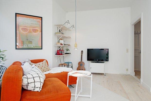 Фотография: Гостиная в стиле Скандинавский, Современный, Малогабаритная квартира, Квартира, Швеция, Мебель и свет, Дома и квартиры, Белый – фото на INMYROOM