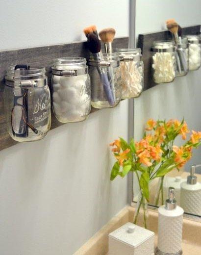 Фотография: Ванная в стиле Классический, Декор интерьера, DIY, Малогабаритная квартира, Квартира, Декор, Советы, хранение в прихожей, лайфхак, хранение в маленькой ванной, идеи хранения для санузла, маленький санузел – фото на INMYROOM