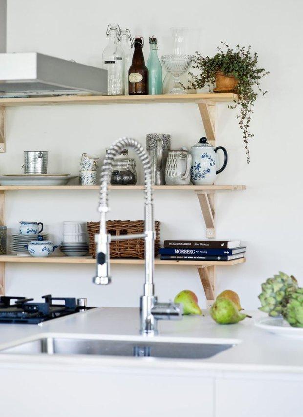 Фотография: Кухня и столовая в стиле Скандинавский, Флористика, Стиль жизни – фото на INMYROOM