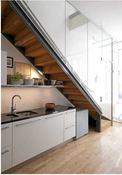 Фотография: Спальня в стиле Современный, Советы, Гид, Дом и дача, ниша под лестницей – фото на InMyRoom.ru