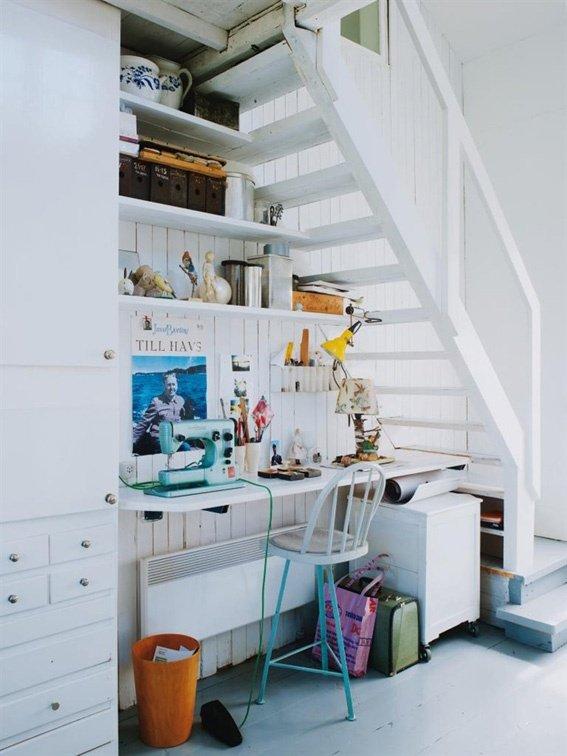 Фотография: Офис в стиле Скандинавский, Современный, Гардеробная, Декор интерьера, Хранение, Декор дома, Лестница, Гардероб – фото на INMYROOM