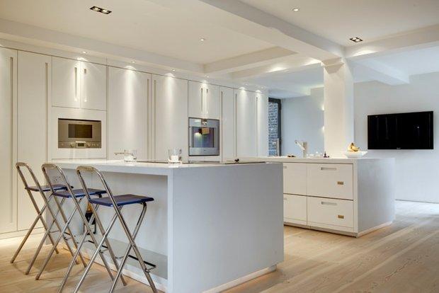 Фотография: Кухня и столовая в стиле Современный, Квартира, Дома и квартиры, Архитектурные объекты – фото на INMYROOM
