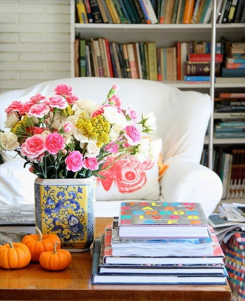 Фотография: Гостиная в стиле Прованс и Кантри, Декор интерьера, Аксессуары, Декор, Декор дома, Цветы, Журнальный столик – фото на INMYROOM
