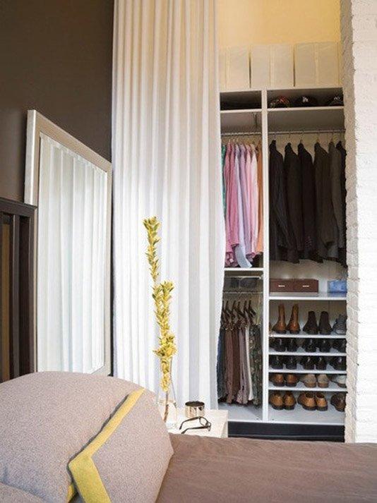 Фотография: Спальня в стиле Современный, Декор интерьера, Дом, Декор дома, Системы хранения, Шторы – фото на INMYROOM