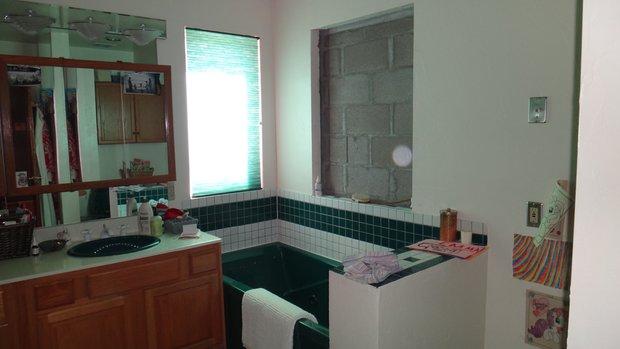 Фотография: Ванная в стиле Прованс и Кантри, Лофт, Спальня, Скандинавский, Белый, Минимализм, Переделка, Ремонт на практике – фото на INMYROOM