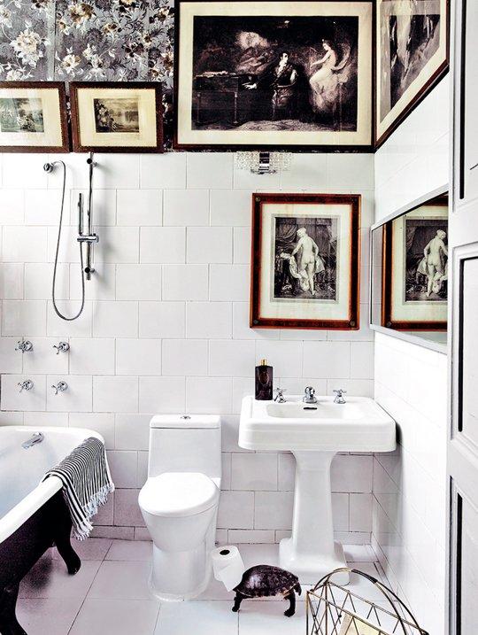 Фотография: Ванная в стиле Восточный, Декор интерьера, Декор, Советы, Обои, Ремонт на практике, керамическая плитка, грифельная краска, самоклеющаяся пленка, агломерат, пластиковые панели, стекловолокнистые обои, отделка стен в ванной, энциклопедия_отделка – фото на INMYROOM