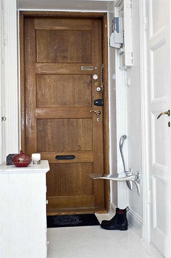 Фотография: Прихожая в стиле Скандинавский, Гардеробная, Декор интерьера, Малогабаритная квартира, Квартира, Швеция, Хранение, Цвет в интерьере, Дома и квартиры, Белый – фото на INMYROOM