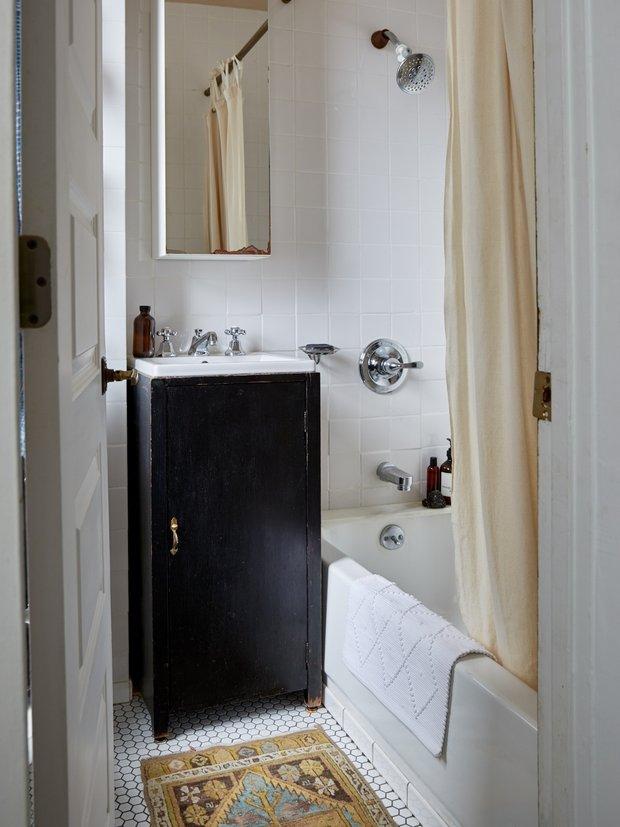 Фотография: Ванная в стиле Современный, Малогабаритная квартира, Квартира, США, Советы, Нью-Йорк – фото на INMYROOM
