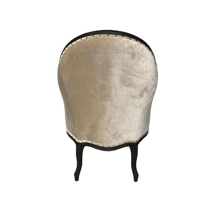 Кресло с бархатной обивкой
