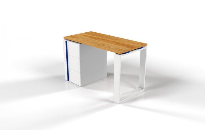 Рабочий стол для персонала со столешницей под дуб и синей проставкой