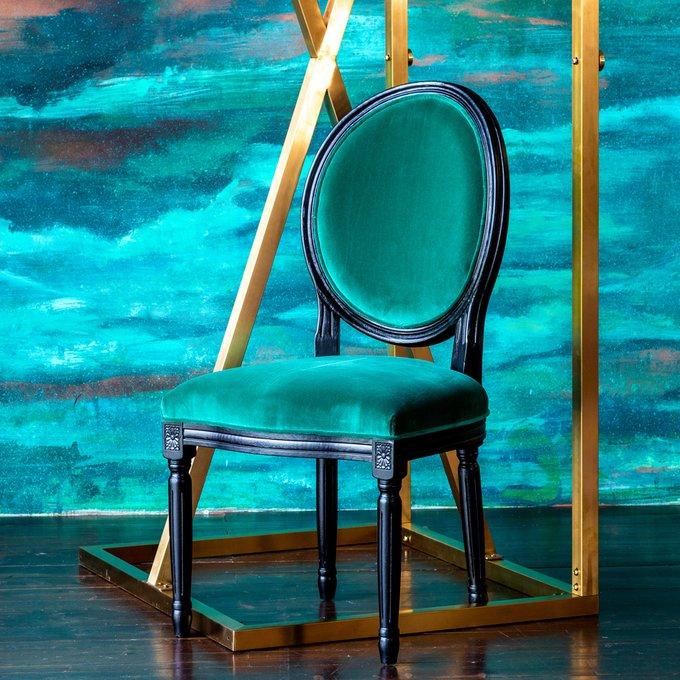 Стул Луи Амазон с обивкой изумрудного цвета
