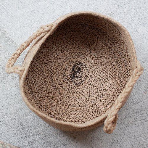 Джутовая корзина с плетеными ручками