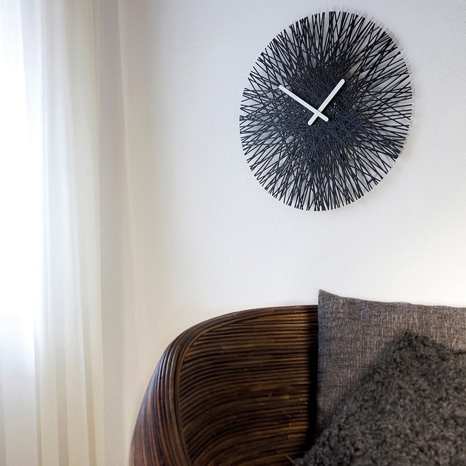 Часы настенные Silk чёрного цвета