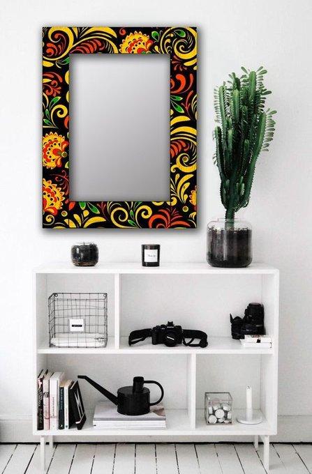 Настенное зеркало Цветочный двор в раме из массива сосны 80х80