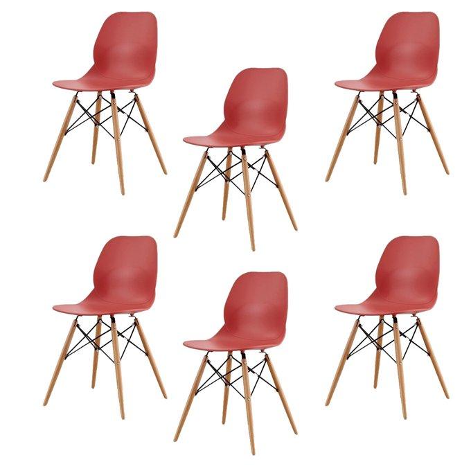 Набор из шести стульев красного цвета на деревянных ножках