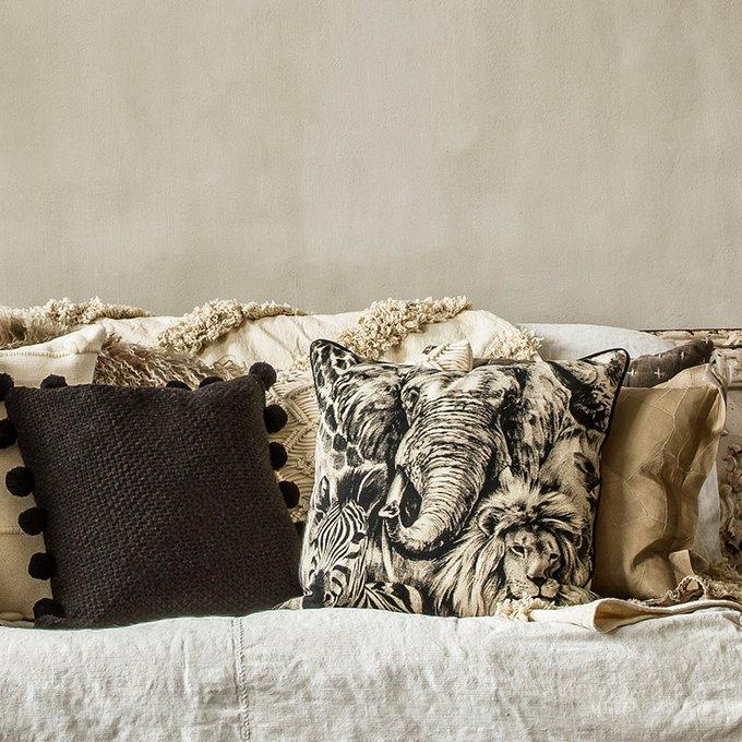 Декоративная подушка Zuwali коричневого цвета