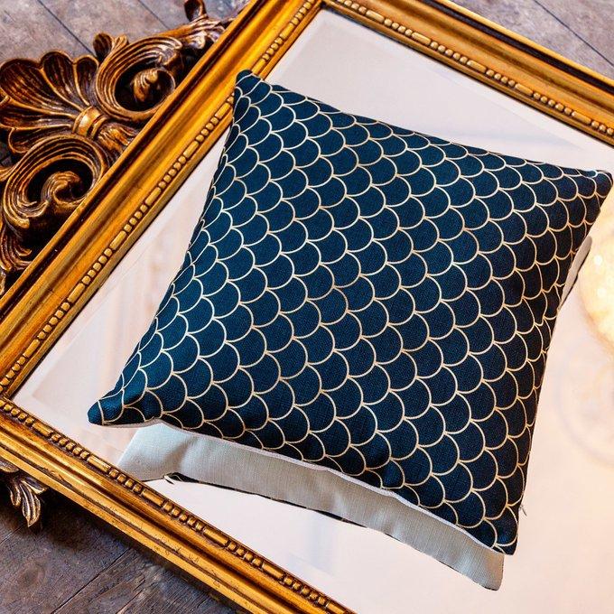 Интерьерная подушка Чешуйки изумрудного цвета